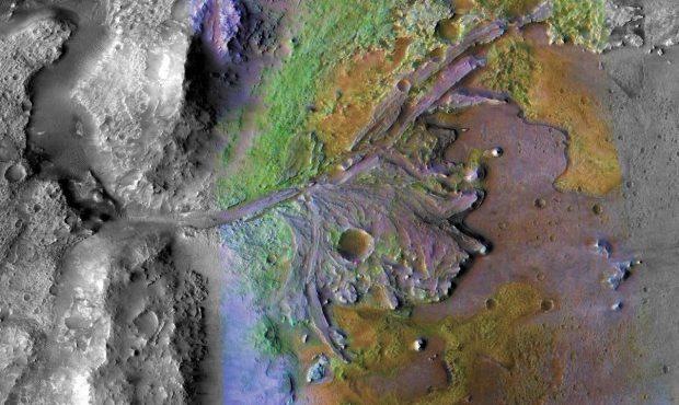 درخشش نور سبز را در سطح سیاره مریخ